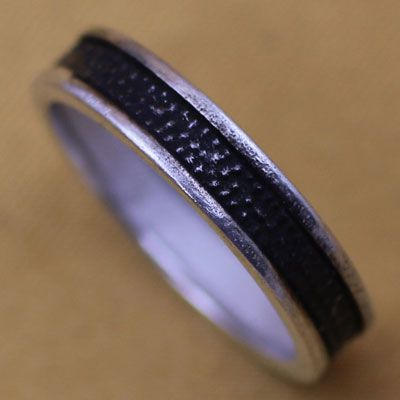 Black Line Point Pure Silver Ring