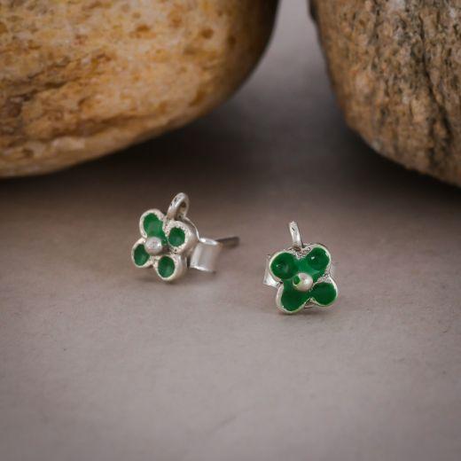 Flower design silver stud in green color